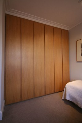 Wardrobe veneered in quarter sawn European Oak.