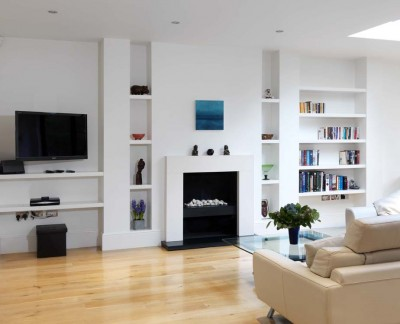 White lacquered alcove shelving.